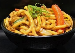 Gebakken noodles van Yugo Sneek